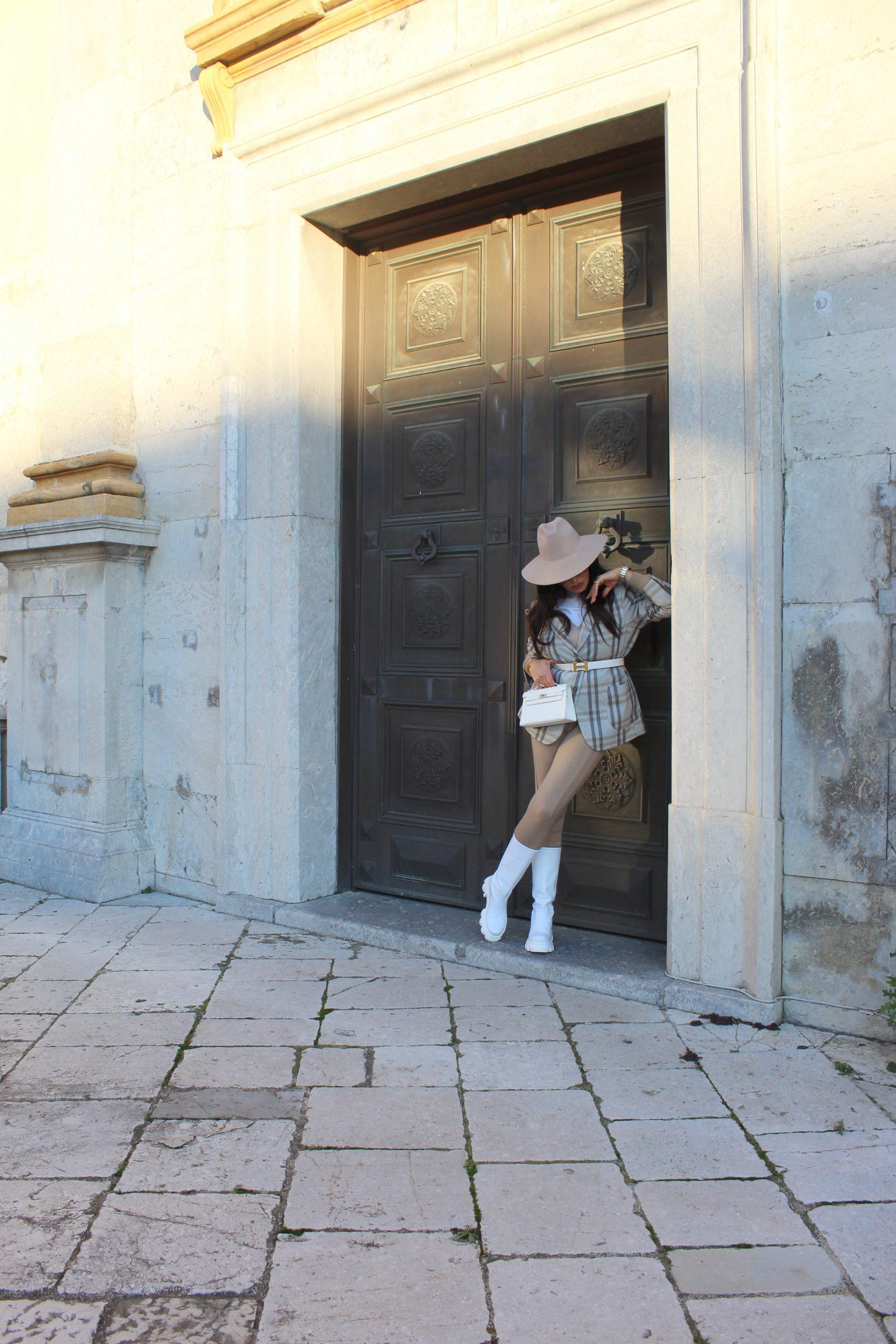 oversize blazer chuncky boots hermes bag paola lauretano