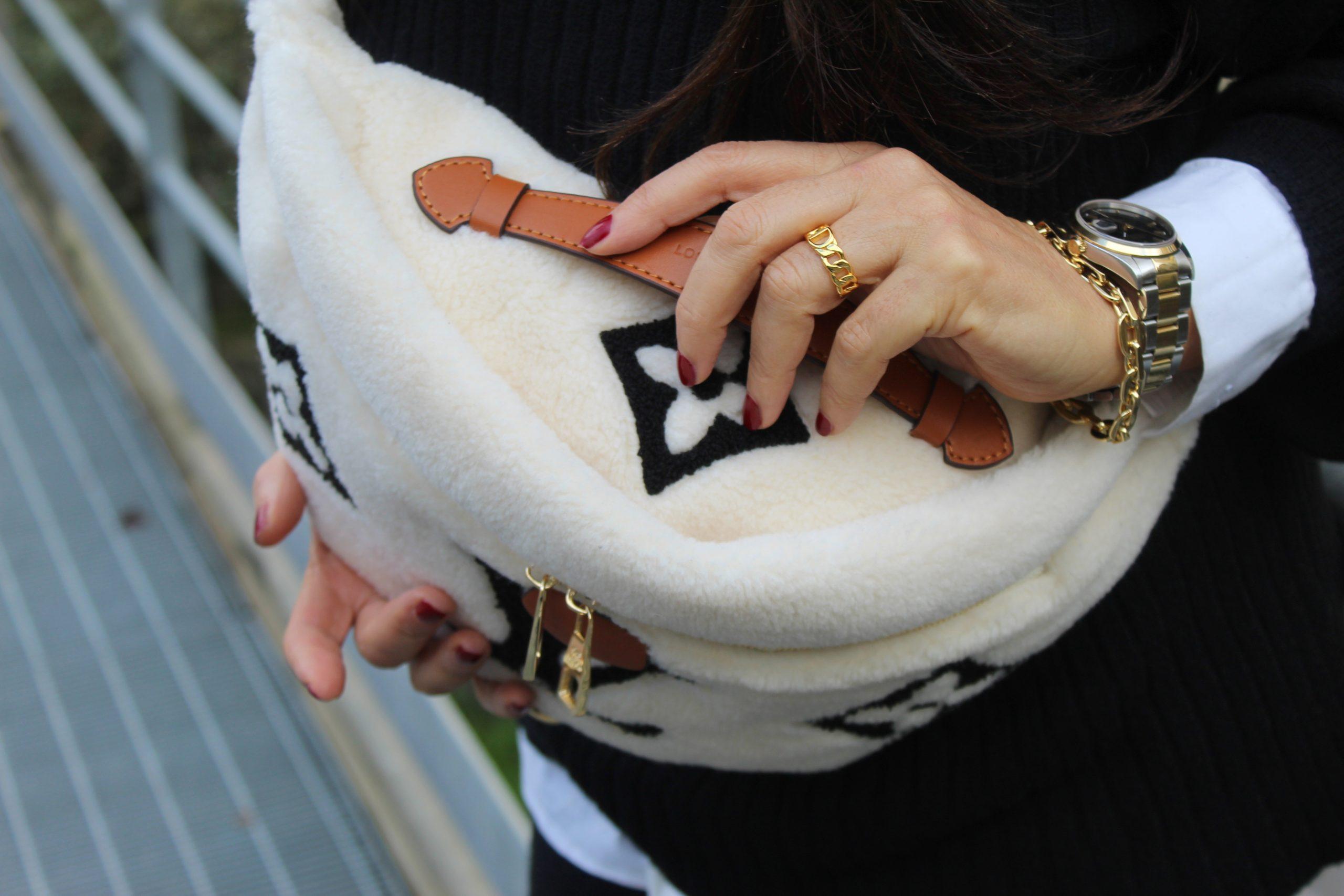 total look maglia outfit inverno glam marsupio louis vuitton paola lauretano