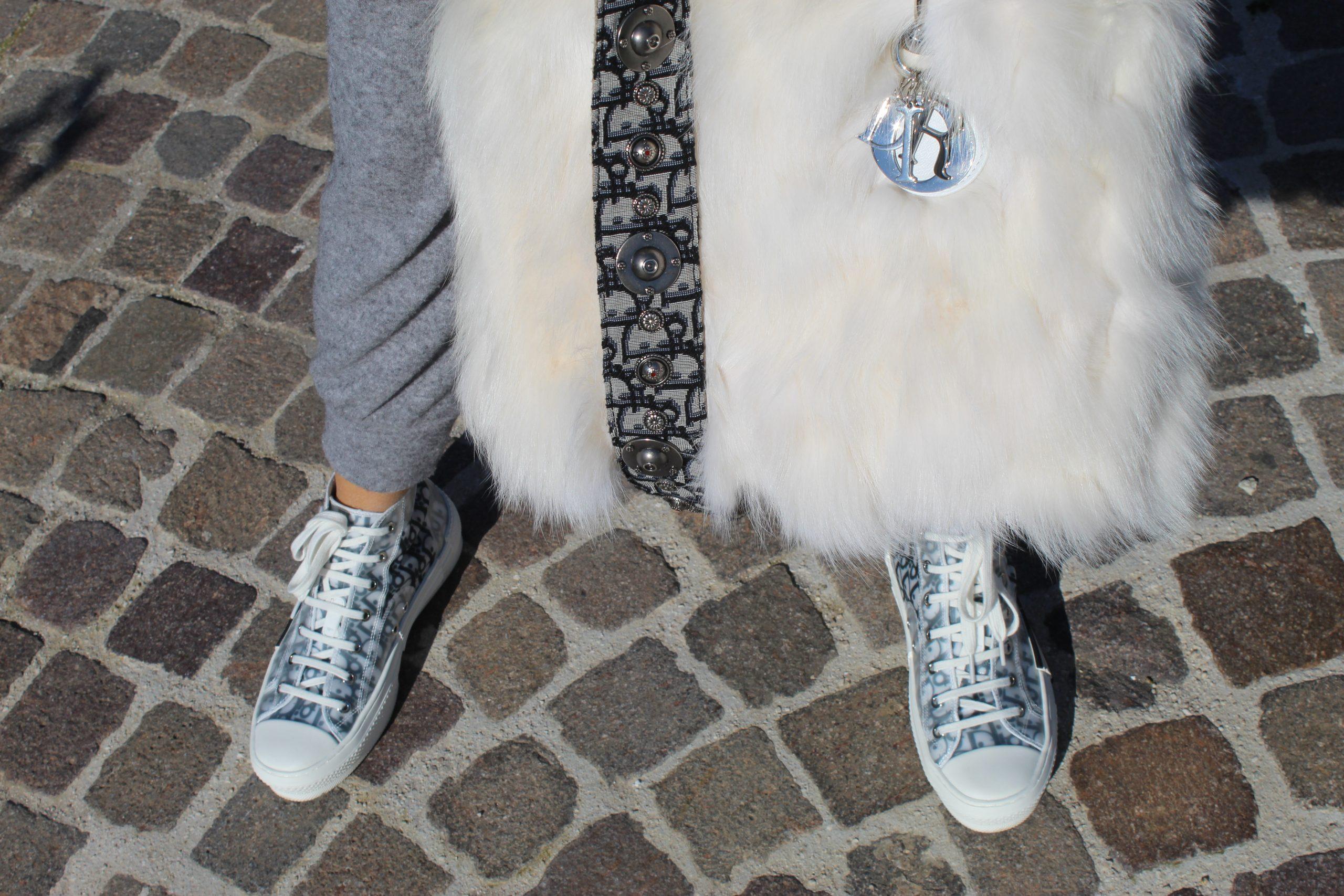 comfy outfit dior details sneakers bag Paola Lauretano