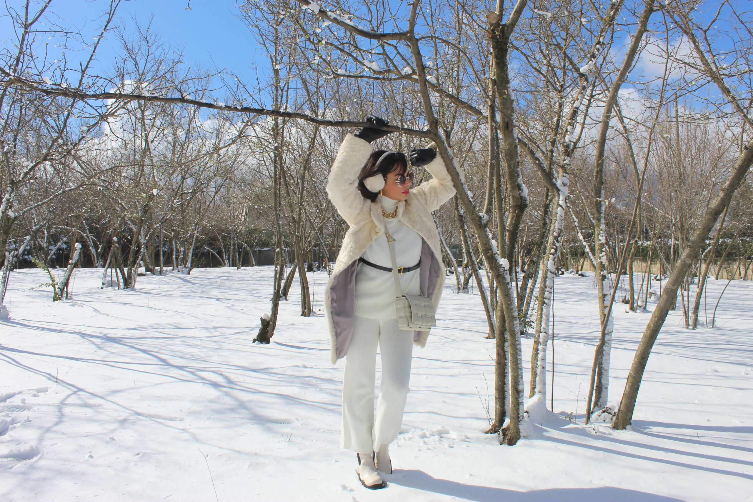white and gold layering outfit winter time Paola Lauretano