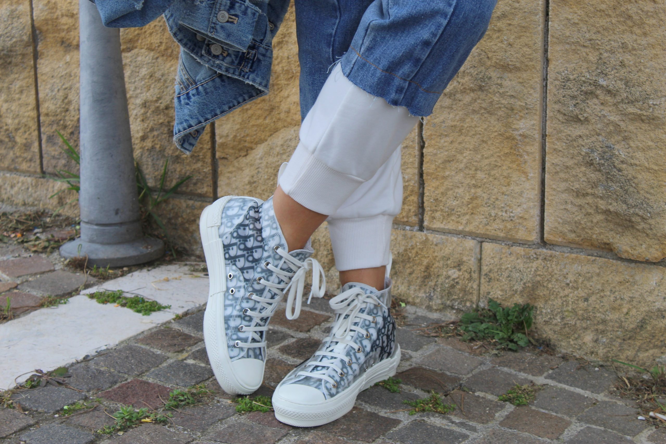 Joggers white and jeans combo Dior sneakers Spring Trend Paola Lauretano