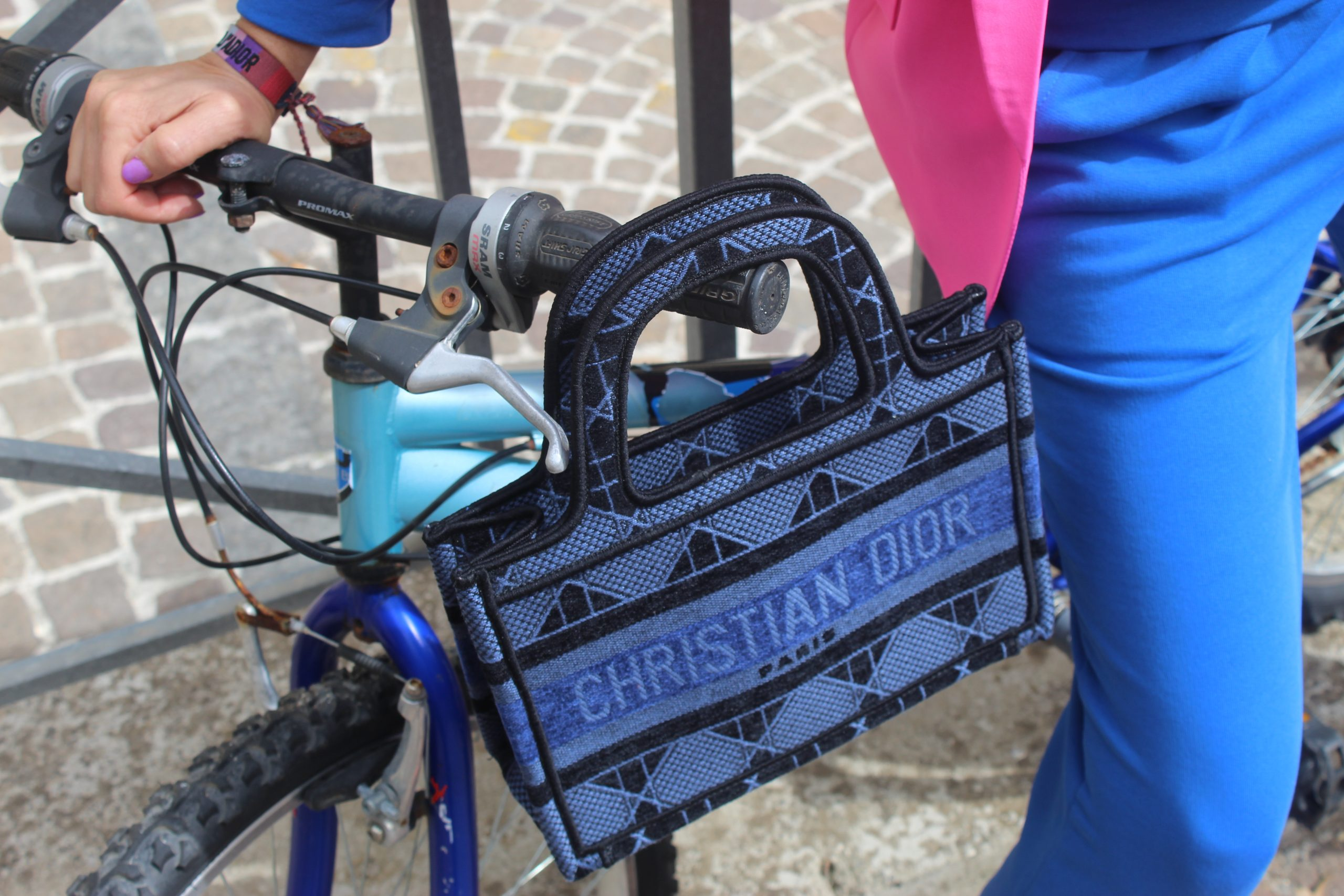 Sporty Chic Spring Total Look Blue and Pink outfit Dior Bag Paola Lauretano
