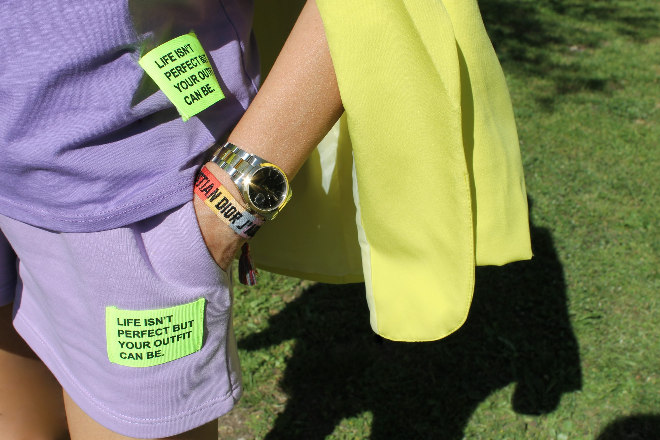 sporty comfy outfit lilac and yellow look Paola Lauretano