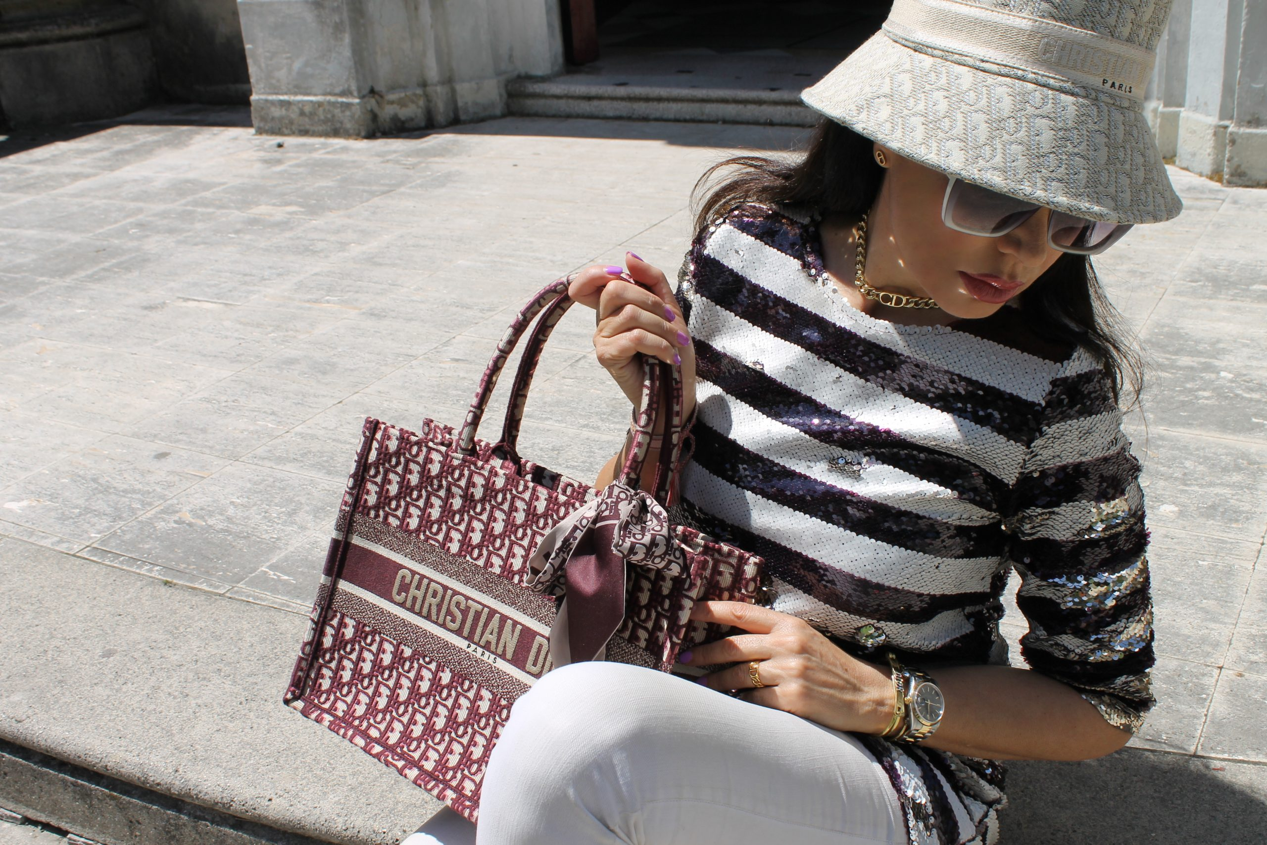 Travel Look Comfy and Chic Outfit Spring Idea Levi's Dior Bag Rome Paola Lauretano
