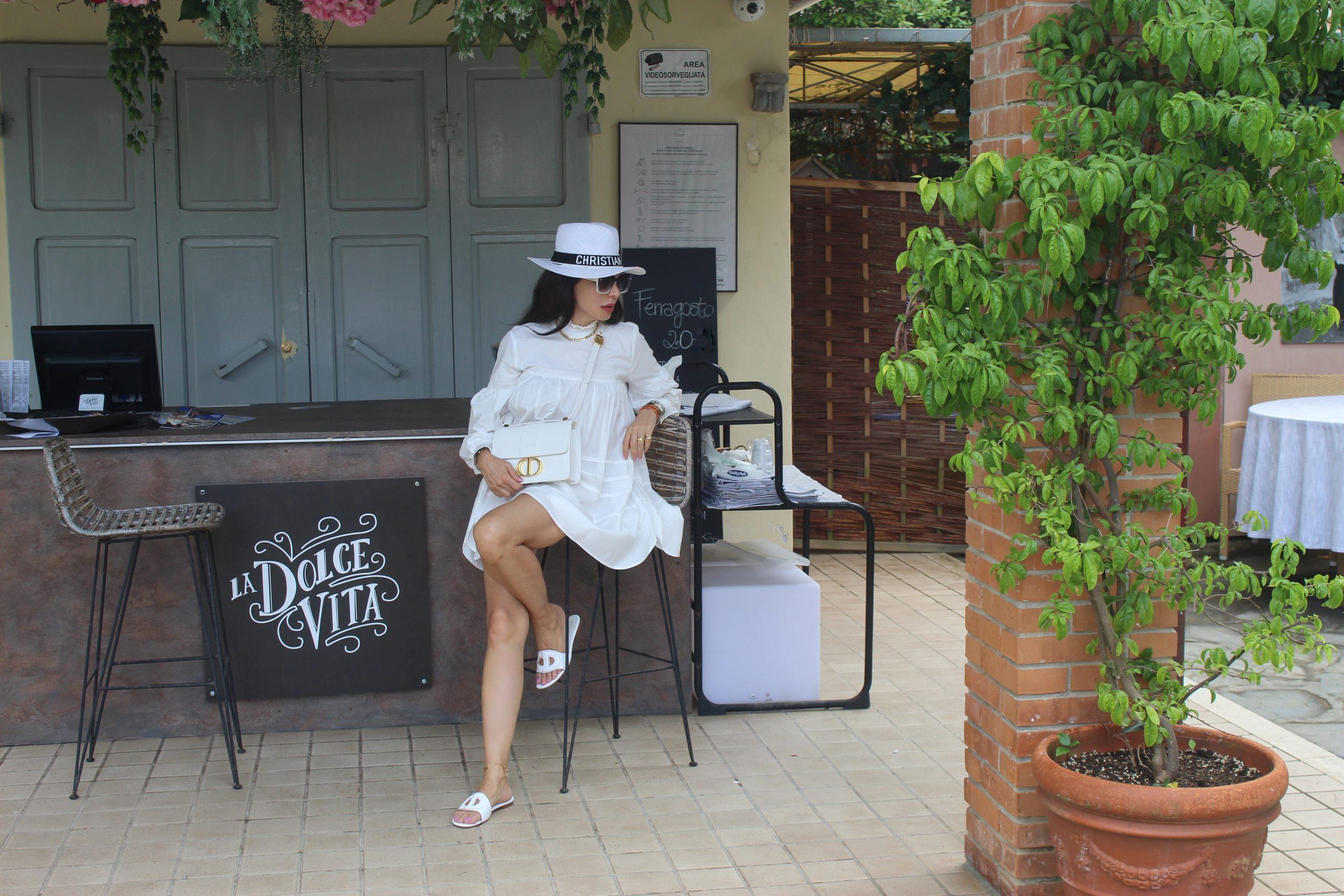 Forte dei Marmi Italian Summer Style Dior Total Look White Details White Outfit Ideas Paola Lauretano