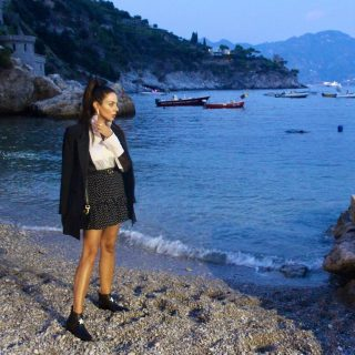 Amalfi Coast by night… breathtaking moments  Read more on my blog (link in bio) #concadeimarini#latonnarella#paolalauretano#dior#seabynight#lifestyle#fashioninspo